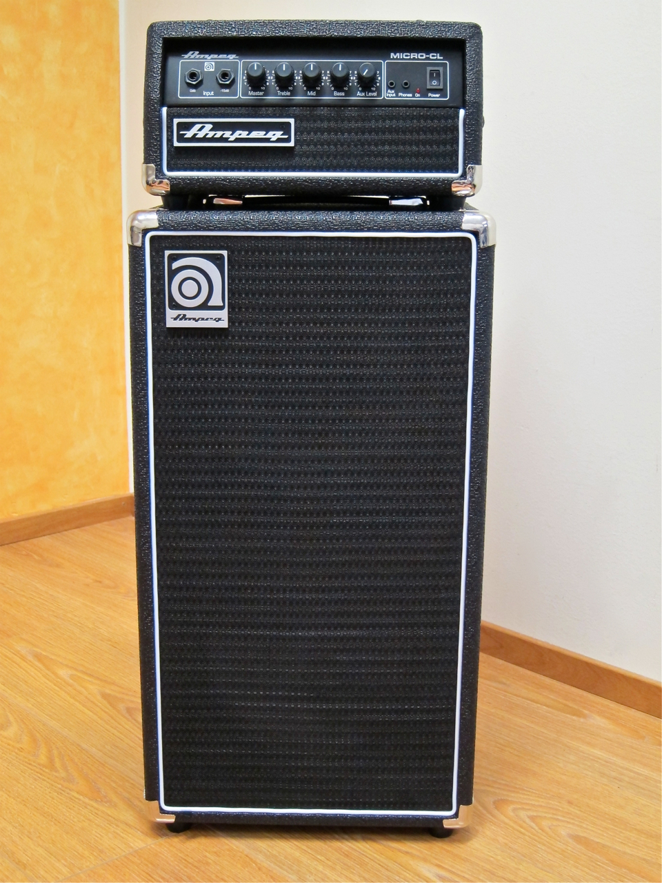 review ampeg micro cl stack gear review finland. Black Bedroom Furniture Sets. Home Design Ideas