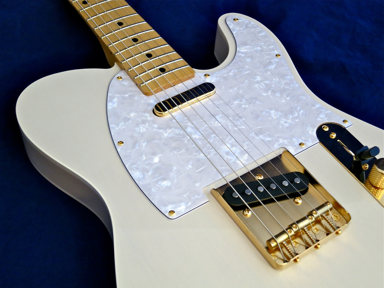 teräskielinen akustinen kitara sebastian salkkarit