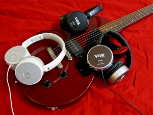 vox-amphones-e28093-and-guitar