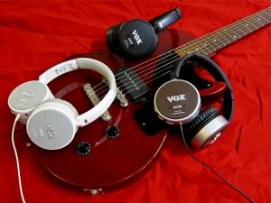 vox-amphones-e28093-and-guitar