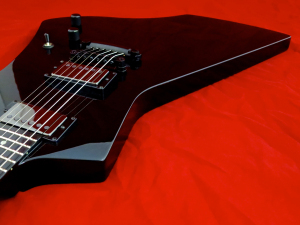 LTD Hetfield Snakebyte – bevelled top edge